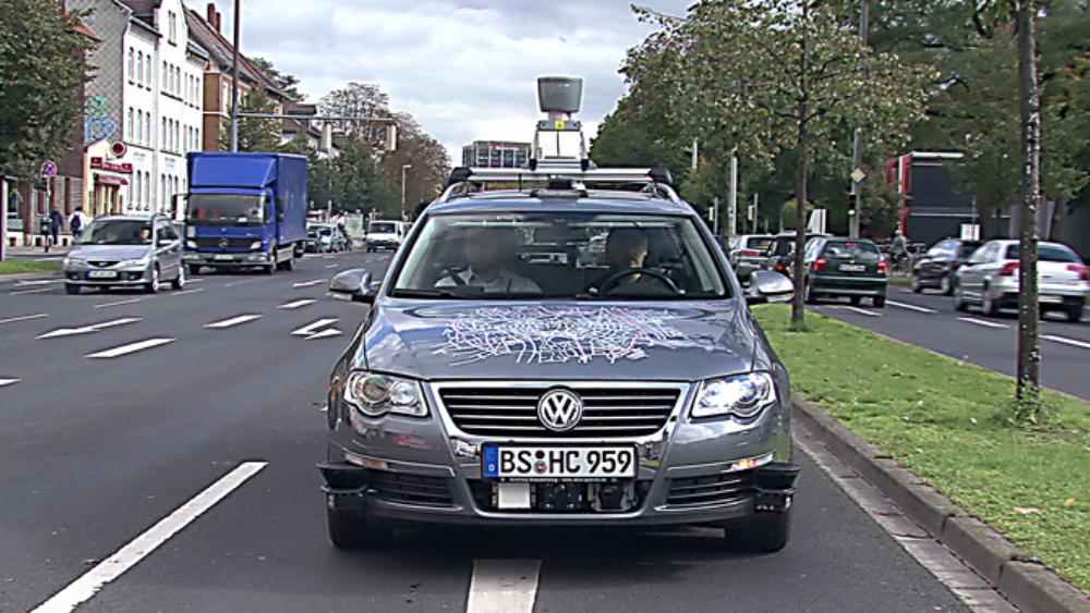 """""""Leonie"""" – erstes fahrerloses Stadtauto"""